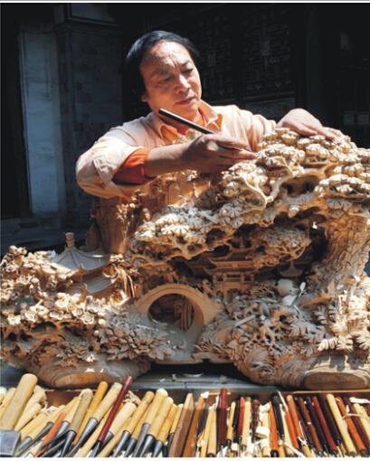 雕刻和制作的上百件精品红木家具巡展将在杭州黄龙