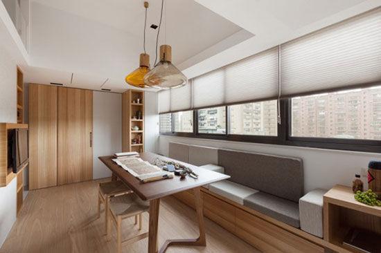 原木家具风让26平迷你公寓也有大视野      原木家具风让26平迷你公寓也有大视野   客厅的形状比较狭长,卡座代替了沙发,更加省空间。茶几则用写书法的案几来代替,以满足主人舞文弄墨的爱好。房间的一侧是隐藏式工作台设计,书桌和书架隐藏在两扇门之内,不用时关上门以保持空间整洁。      原木家具风让26平迷你公寓也有大视野      原木家具风让26平迷你公寓也有大视野      原木家具风让26平迷你公寓也有大视野   木地板、木桌椅等等天然原木元素的使用,让