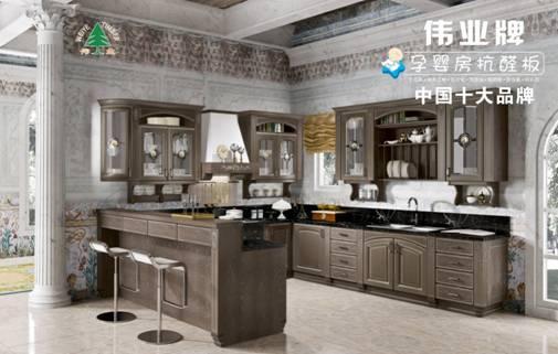 众所周知,欧式风格装修来源于古希腊和古罗马,也包括部分古波斯的建筑风格。欧式风格装修其实就是借用了大量的古典建筑的元素,来获得欧洲生活的相似特点,从而得到和生活在欧洲类同的感受。    但其实对生活在当下的年轻人来讲,简洁的欧式风格与厨房装修更适合。简欧式风格的厨房装修要求只要有一些欧式装修的符号在里面就可以,可利用颜色、细节烘托气氛。下面给大家介绍的4款简欧式风格的别墅厨房设计,使用的是伟业牌微晶面生态板定制而成的橱柜,仅供参考。    这张欧式风格厨房设计效果图中,整个厨房以白色为主调,搭配黑色台