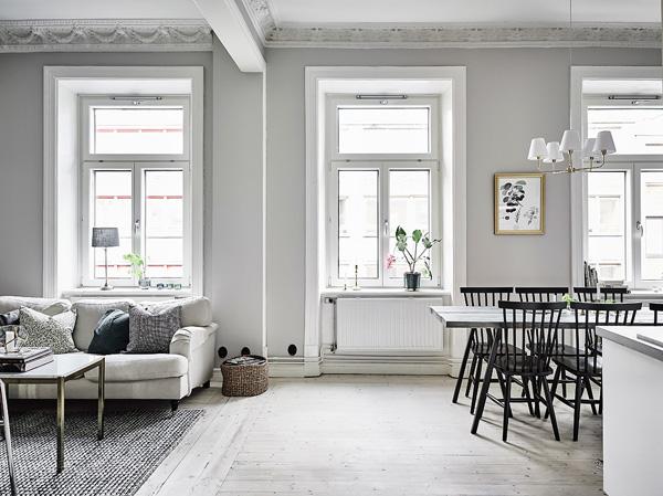 这间60平米两室公寓,保持开放式的布局,除了客厅与厨房之间毫无遮挡外,就连儿童房以及主卧室也没有安排门。   客厅与儿童房之间的木地板并没有做过门石,这样的好处是,从客厅望去,两个空间连成一体。   值得注意的是,全屋的墙壁都不是白色,这与我们之前所见的有些不同。卧室则采用了清爽的绿色系进行涂刷。儿童房则采用与客厅一致的灰色。   儿童房当中的壁炉仿佛是件艺术品,浮雕的雕塑让空间氛围立刻别致起来。