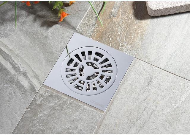 ×1地漏设计在马桶与浴缸之间:等到日后清